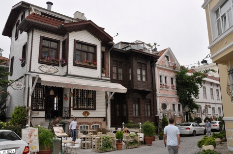 pretty streets in Sultanahmet