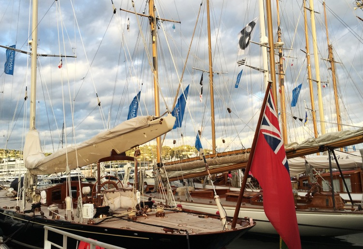 Old-timey sailing yacht. I'll have that.